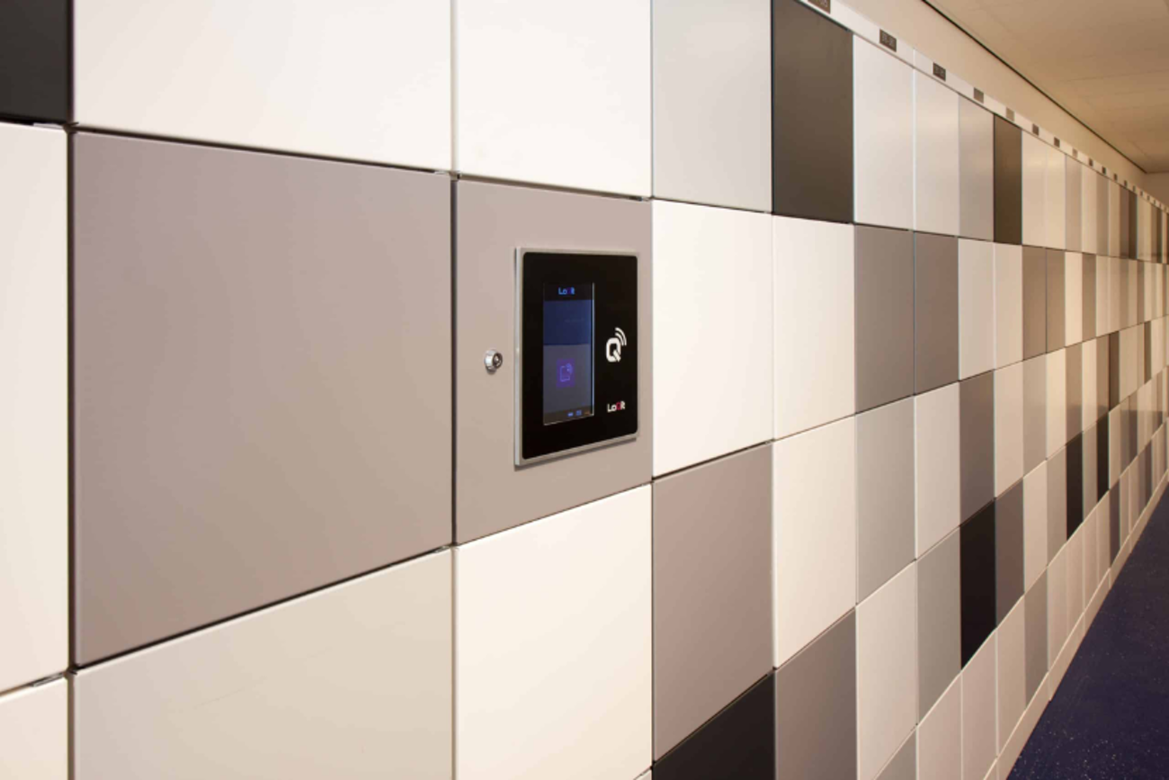 What are the benefits of smart storage in a flexible office?